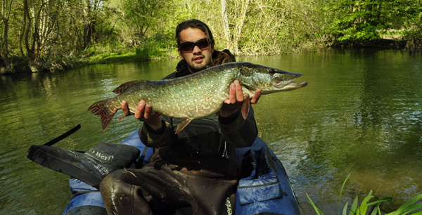 Float tube big pike Pêche à la mouche en FLOAT TUBE, par Marc Millieroux.