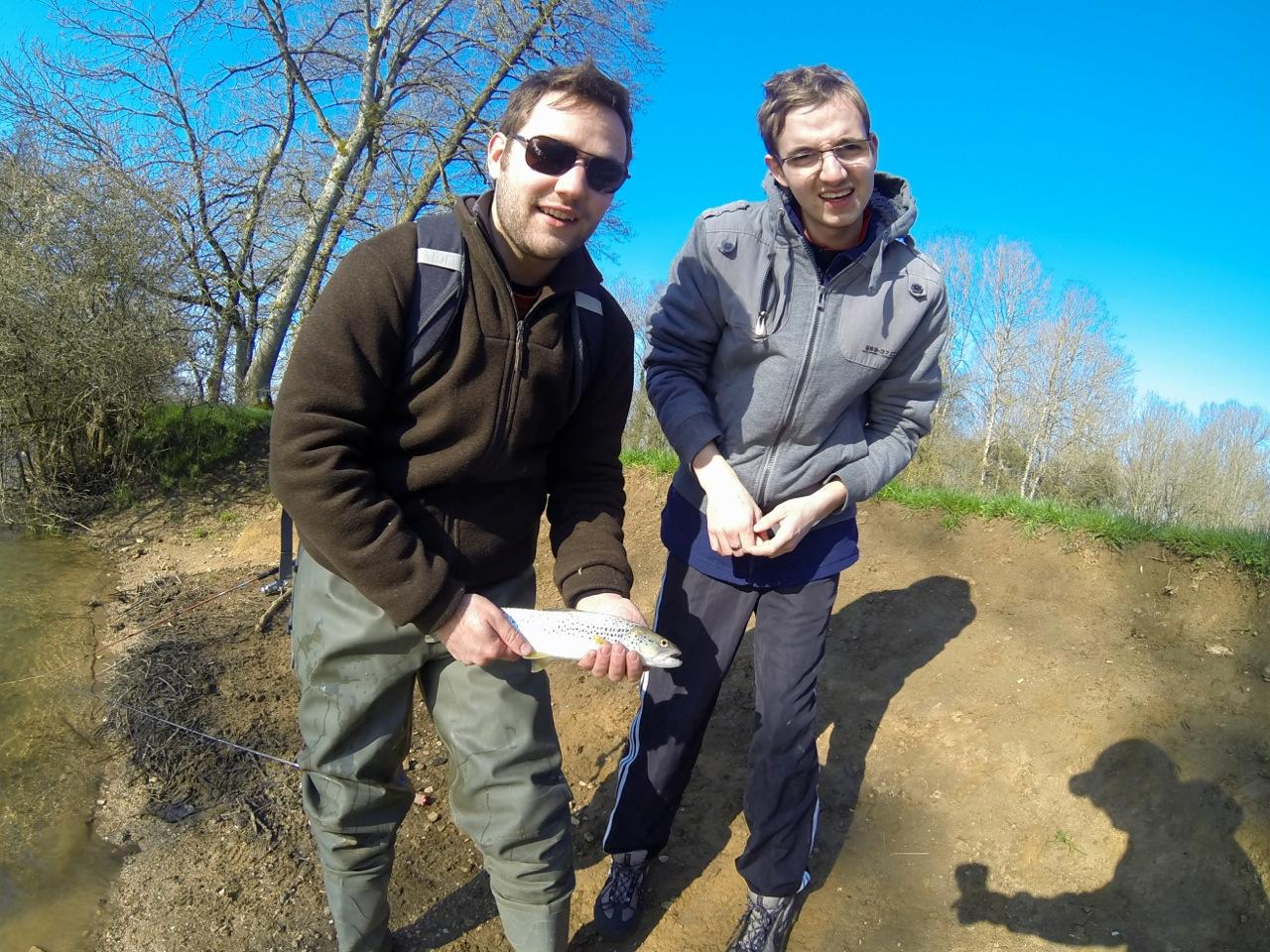 A force d'insister, la pêche, ça finit par marcher !! Bravo les filles ;-)