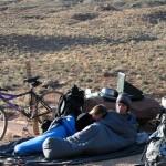 Réveil au milieu du désert avec d'autres Couchsurfers