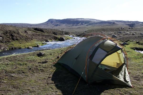 bivouac Islandais pret de la rivière