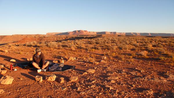 nuit à la belle étoile dans le désert