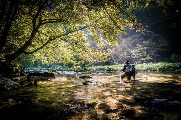 Rivière au fond d'une vallée Damien Brouste