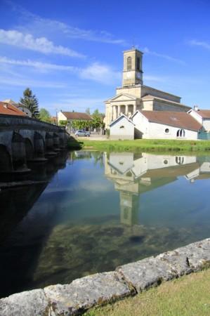 Eglise en bordure de rivière