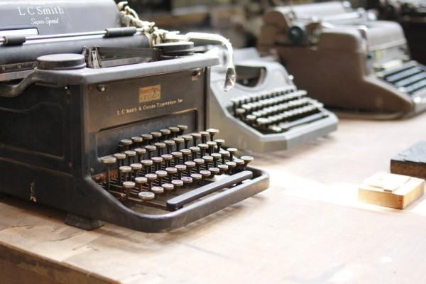 Vieilles machines à écrire Azannes
