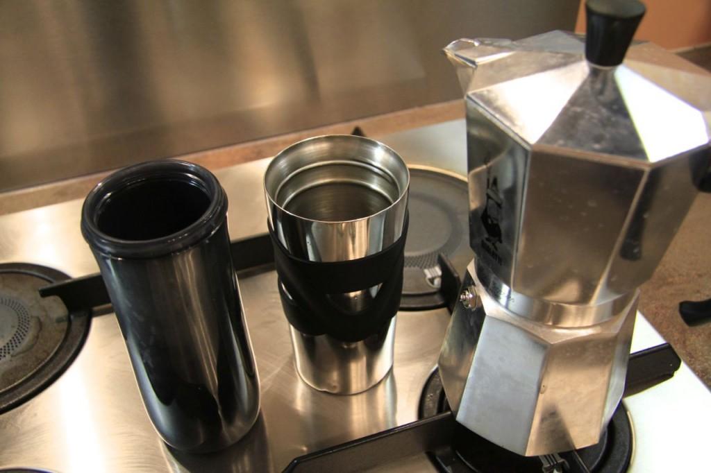 Mug Contigo plastique VS mug Bodum