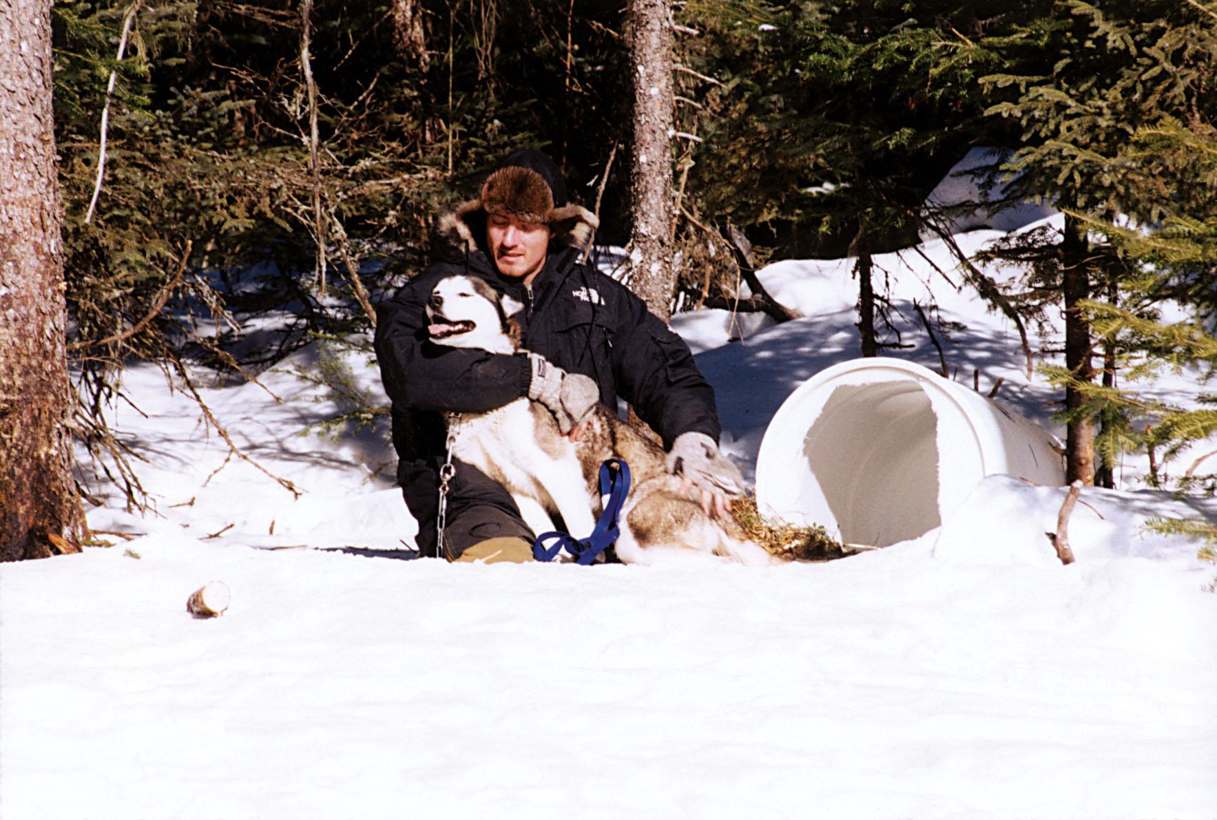 Nicolas et l'un de ses chiens à la Seigneurie